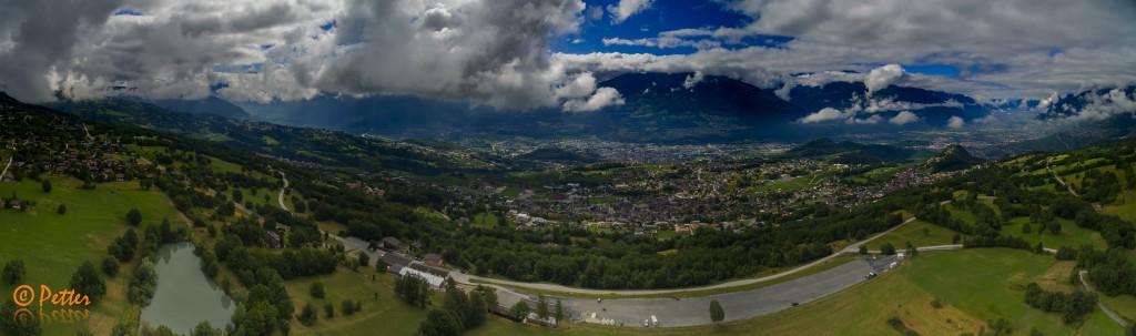Prise de vue aérienne du Valais central depuis les hauts de Savièse